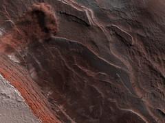 Martian Avalanche (sjrankin) Tags: 7september2019 edited nasa mars mro marsreconnaissanceorbiter esp0601762640 northpolarcap avalanche dust cliff avalancheseason