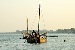Boats on the Lemyo River (or Lemro) at the end of the day - Myanmar (PascalBo) Tags: nikon d70 burma birmanie myanmar asia asie southeastasia asiedusudest rakhinestate lemro lemyo river rivière boat bateau outdoor outdoors pascalboegli