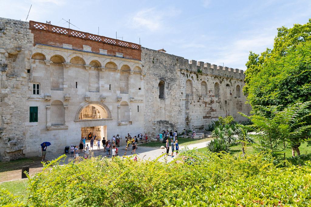 Goldenes Tor Eingang zum Diokletianpalast in Split, Kroatien