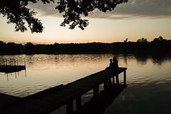 20190812-IMG_20190812_202625938 (dr_knox) Tags: annika carolin ereignis familie kinder menschen objekt zweck amtswerder dreetzsee2019 fa feldberg haussee silhouette sonnenuntergang steg