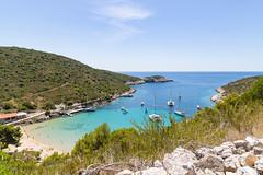Blick auf das Adriatische Meer und den Sandstrand Porat auf Bisevo, Kroatien