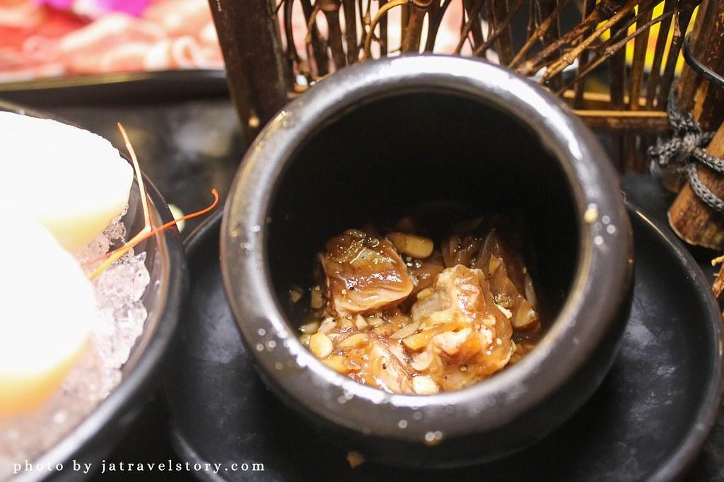 小蒙牛頂級麻辣養生鍋(烤)西門店 699元就有和牛、天使紅蝦、哈根達斯吃到飽,火烤兩吃一次滿足!【捷運西門】 @J&A的旅行