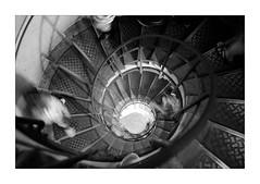 Passage (Franco & Lia) Tags: passage movimento movement paris parigi france francia arcdetriomphe arcoditrionfo scale stairs escaliers biancoenero noiretblanc blackwhite schwarzundweiss