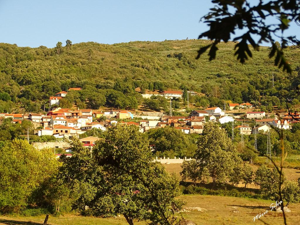 """Águas Frias (Chaves) - ... vista sobre a """"pequena mas bela Aldeia transmontana ..."""