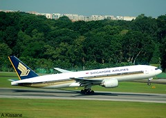 SINGAPORE AIRLINES B777 9V-SVC (Adrian.Kissane) Tags: airline airliner jet plane aircraft aeroplane 777 boeing aviation airport departing sky outdoors 20122008 28526 changi b777 9vsvc singapore
