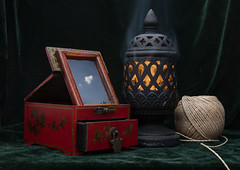 Still life with a Chinese jewelry box, an incense burner and a ball of twine (@karel evenhuis) Tags: stilllife twineball incenseburner chinesejewellerybox fire nikon nikond850 nikon2470f28 cloud mirror composition harmony colours nonexistentcoincidences