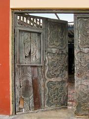 Old Entrance to a carver's workshop in Barranco (Lewitus) Tags: barranco lima perú door wood