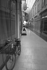 le vélo dans le passage, Paris (jpto_55) Tags: paris noiretblanc passage vélo xt20 fuji fujifilm fujixf1855mmf284r france