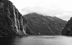 Cryptically / Schleierhaft (Zoom58.9) Tags: sky clouds fog haze mountains waterfall water fjord landscape nature outside coast bw monochrome europe norway geirangerfjord geiranger himmel wolken nebel dunst berge wasserfall wasser landschaft natur draussen küste sw europa norwegen canoneos50d