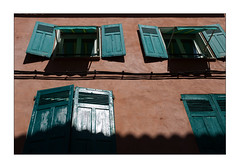 sunny sunday (Armin Fuchs) Tags: arminfuchs nomansland sisteron house blinds colors red green shadows anonymousvisitor thomaslistl wolfiwolf jazzinbaggies niftyfifty windows architecture building