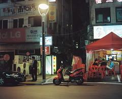 2255/1820'z (june1777) Tags: snap street seoul night light bokeh mamiya rz 67 z 110mm f28 kodak portra 800