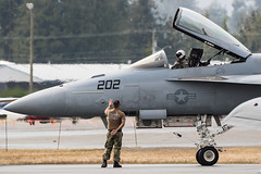 US Navy F/A-18E Super Hornet at Abbotsford International Airshow 2019 (Peter Starling) Tags: canada peterstarling bc british columbia abby abbyairshow f18 f18e fa18 park groundcrew tacdemo tac demo tactical demonstration fly past aircraft air show display bug superbug 202 usn boeing mcdonnell douglas