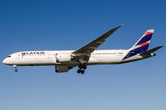 CC-BQK (PlanePixNase) Tags: planespotting airport aircraft sydney syd yssy kingsford smith boeing 7879 b787 latam
