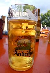 Biergruß (AnnAbulf) Tags: bayern baviera oberbayern bavierasuperiore andechs kloster monastero krug bierkrug boccale birra tisch tavolo helmut biergarten