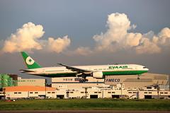EVA Air, Boeing777-300ER (B-16720), Taoyuan International Airport, Taiwan R.O.C. (Dustin Chuang) Tags: evaair boeing777300erb16720 taoyuaninternationalairport taiwanroc 18620 eva tpe 777 773 777300er 美雲