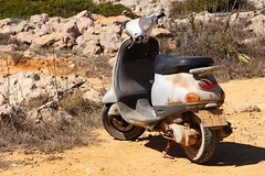 Sagres Moto (Greyframe) Tags: sagres art greyframe color portugal light sun summer day brown earth soil vespa bike