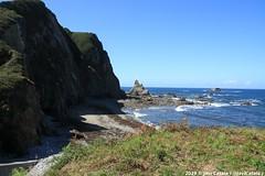 Playa del Campiechu - Cadavedo - Asturias (- Javi -) Tags: asturias asturies españa espagne spain cadavedo campiechu playa beach platja mar sea acantilados acantilado maritimo olas rocas marea mareas cielo azul sol soleado paisaje landscape canon 1000d