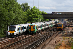 700018, 377430 & 166215, Gatwick Airport, May 12th 2017 (Southsea_Matt) Tags: 377430 700018 166215 class700 class166 class377 electrostar bombardier siemens desirocity brel networker thameslink fgw gwr first greatwesternrailway southernrailway govia goahead gatwickairport sussex england unitedkingdom train railway railroad emu electricmultipleunit canon 80d may 2017 spring vehicle transport dmu dieselmultipleunit