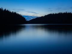 Ilta järven rannalla (MikeAncient) Tags: luonto luontokuva luonnonvalokuvaus luontokuvaus metsä forest järvi isojärvi pitkävalotus longexposure lake lakescape landscape landscapephotography kuhmoinen kylämä suomi finland ilta yö night evening