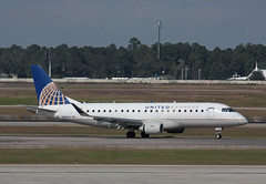 N89313 Embraer ERJ-175LR Mesa Airlines / United Express (corkspotter / Paul Daly) Tags: n89313 embraer erj175lr 170200lr e75l 17000433 l2j ac5310 ash yv mesa airlines 2014 prehy 20141107 kiah iah houston