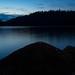 Ilta järven rannalla