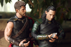 Family Heirloom (Doctor Beef) Tags: thor thorodinson chrishemsworth loki lokilaufeyson tomhiddleston thorragnarok hottoys toy actionfigure 16 weeklythemeheirloom