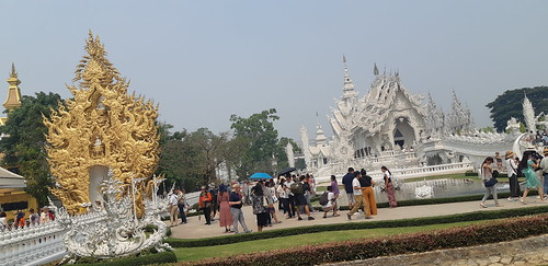 THE WHITE TEMPLE IN CHIANG-RAI , THAILAND