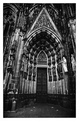 "Cologne Cathedral - side entrance (Heinz ""57"" Varieties of Cameras) Tags: leicam2 voigtlander21mmf4 kodaktrix400 trix800inhomemadediafine selfdevelop"