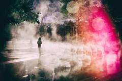 Paris, miroir d'eau des Halles (Calinore) Tags: paris france city ville halles miroirdeau canopée child enfant silhouettewater fumee