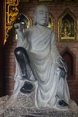 Piedra, papel, tijera... (rraass70) Tags: canon d700 monumentos estatuas ninbinh deltadelriorojo vietnam