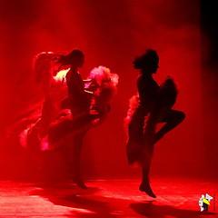 Elas Bailarinas (Marcelo Seixas) Tags: mulher linda maravilha maravilhosa dancing gold beautiful lovely cady action dance art bravo best arte passo performace balance artistic woman star show apresentação boavista roraima espetáculo students palco perfect perfeito perfeição musculos muscles young jovem dança danze danza tanz tones tons surreal wow canon girl love people balletmoderno ballo balé bailariana bailarino ballerino balet baletka baletki baletky balletslippers ballerinas balett balerina ballerina ballet descalça descalza piedsnus piedinudi scalza barefoot decalza pieds pidi
