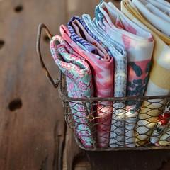 Repasadores y servilletas en orden... (Irene Carbonell) Tags: servilletas repasadores telas fabric 35mm nikon