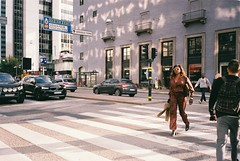 5th avenue feeling (subway rat) Tags: 35mm analog film analogphotography filmphotography olympus mjuii μmjuii mju2 olympusmjuii fujisuperia400 fuji fujifilm streetphotography streetlife streetphoto everybodystreet stockholmstreets stockholm sweden scandinavia roadtrip ishootfilm filmforever filmisnotdead filmcamera shootfilm staybrokeshootfilm