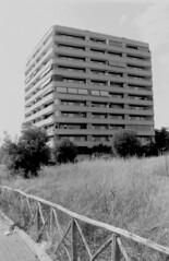 Roma, agosto 2019 (Nonnismi) Tags: roma rome building analog fotografiaanalogica bw bn kentmere nikon
