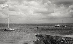 Sea View (FSR Photography) Tags: sea ships ship summer sylt blackwhite blackandwhite monochrome monochrom schwarzweiss bnw fsr fsrphotography sw meer himmel heaven clouds wolken strand