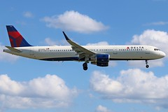 N376DN DELTA A321-211SL at KCLE (GeorgeM757) Tags: n376dn delta a321211sl aircraft aviation airplane airport airbus kcle georgem757 canon70d charter landing