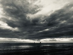 Iph8095 (gzammarchi) Tags: italia paesaggio natura mare ravenna lidoadriano alba nuvola bn
