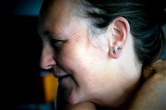 olifantjes (roberke) Tags: portrait portret pose woman vrouw female femina indoor availablelight daglicht naturallight oren face gezicht mature smile glimlach