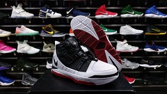"Nike Lebron 3 / 10 - 11 us • <a style=""font-size:0.8em;"" href=""http://www.flickr.com/photos/40658134@N04/48705792696/"" target=""_blank"">View on Flickr</a>"