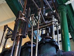Control hardware, Boulton & Watt engine, 1820 - London Museum of Water & Steam, London TW8. (edk7) Tags: olympusomdem5 edk7 2018 uk england london londontw8 brentford kewbridge greendragonlane londonmuseumofwatersteam controlhardwareboultonandwattengine1820 pipe mechanical machine engineering cylinder rod control steel iron column