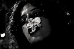 Jasmim (Sofia Amaral Mociaro) Tags: dead flower macro jasmin jasmim flor blackandwhite absoluteblackandwhite shadows sombras bw pb pretoebranco nose portrait sofia mociaro retrato blackandwhiteportrait girl nikond3100 night nocturne noite escuro creativeportrait newphoto experimental fotografos brasileiros fotografia brasil