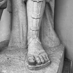 S Sophokles (mitue) Tags: berlin sandalen staatsoper sophokles