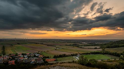 Wiener Becken vom Hundsheimer Berg, Sonnenuntergang; Vienna basin, seen from Hundsheim hill, sunset