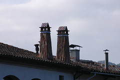 Sant Joan de les Abadesses (Ripolles) (visol) Tags: xemeneies xememeie xemeneie tximinia chimneys cheminées chimeneas camino chamine catalunya catalogne catalonia cataluña chimney camini barbacana girona tejados tejado tejas kaminköpfe arquitectura roofs rooftops ripollès teulades teulas teulat tickedtabby pyrenees pyrénées pirineu pirineo