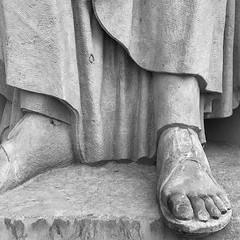 S Euripides (mitue) Tags: berlin staatsoper sandalen euripides