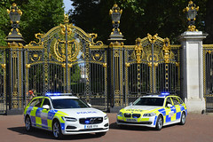 City Police (S11 AUN) Tags: city london police colp citypolice bmw 530d estate touring anpr interceptor traffic car roads policing unit rpu 999 emergency vehicle lv13yzh volvo v90 d5 ku18yfh