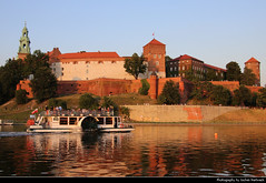 Wawel seen from the right bank of the Vistula river, Krakow, Poland (JH_1982) Tags: vistula wisła weichsel vístula vistule 维斯瓦河 ヴィスワ川 비스와강 висла river fluss water boat view cityscape right bank wawel 瓦维尔山 вавель cathedral kathedrale katedra wawelska catedral cathédrale 圣达尼老圣文策老圣殿总主教座堂 ヴァヴェル大聖堂 바벨 대성당 вавельский собор architecture architektur landmark building historic kraków krakow krakau cracovie cracovia cracow 克拉科夫 クラクフ 크라쿠프 краков poland polen polska pologne polonia 波兰 ポーランド 폴란드