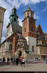Wawel Cathedral, Krakow, Poland (JH_1982) Tags: wawel cathedral royal archcathedral basilica saints stanislaus wenceslaus hill katedra wawelska królewska bazylika archikatedralna stanisława wacława wawelu catedral cathédrale katedrahle 圣达尼老圣文策老圣殿总主教座堂 ヴァヴェル大聖堂 바벨 대성당 вавельский собор architecture architektur landmark building historic church religion kraków krakow krakau cracovie cracovia cracow 克拉科夫 クラクフ 크라쿠프 краков poland polen polska pologne polonia 波兰 ポーランド 폴란드