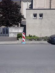 Dortmund (heleconia) Tags: fotografie farbbild farbfoto vertikal niemand dortmund dortmundhörde ruhrgebiet ruhrpott nrw rotweisestreifen redwhitestripes street fassade