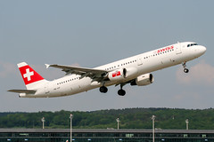 HB-IOF (PlanePixNase) Tags: zürich zurich zrh lszh kloten swiss airbus 321 a321 airport aircraft planespotting